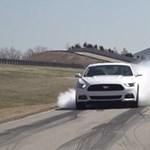 Gumifüstölő automatika is van az új Mustangban - videóval