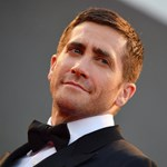 Kiskutyákat eresztettek Jake Gyllenhaalra, miközben rajongói kérdésekre válaszolt - videó