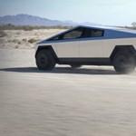 Igaza volt Elon Musknak: tényleg teljesen szürreális az új autójuk