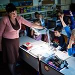 Itt a lista: mikortól kaphatnak magasabb fizetést a tanárok?