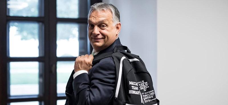 Megint egy fapados gépen fotózták le Orbán Viktort