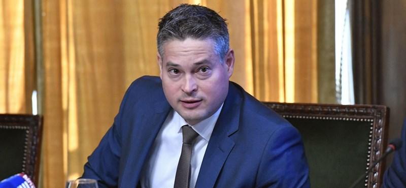 A fideszes polgármesterrel volt tele, elmeszelték a józsefvárosi önkormányzati lapot