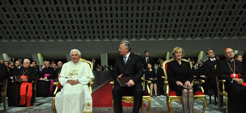 Schmitt a közép-európai államfői csúcsról utazott a Vatikánba