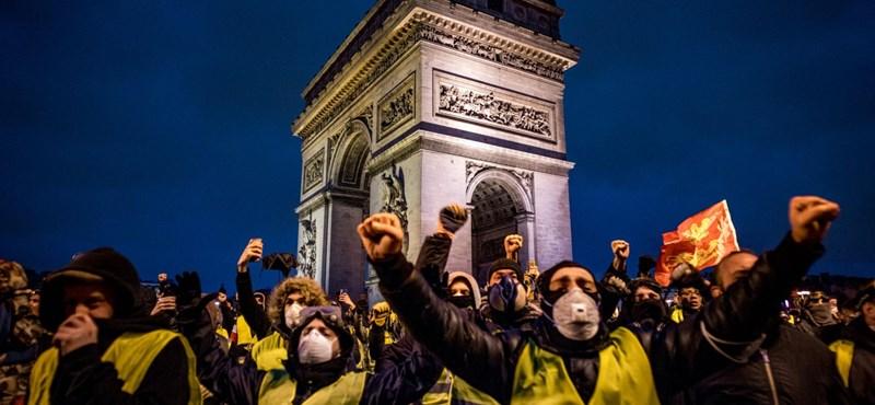 A francia kormányfő bejelentette az üzemanyagadó befagyasztását
