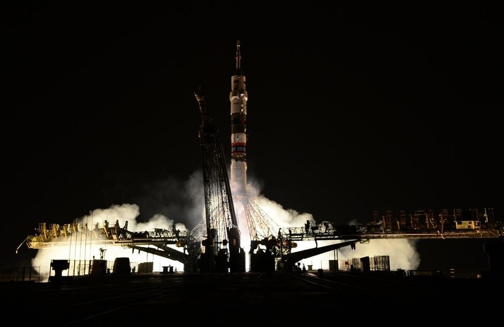 afp.14.09.25. - Baikonur, Kazahsztán: a Szojuz TMA-14M kilövése. Az űrhajó a terveknek megfelelően indult a Nemzetközi Űrállomásra, fedélzetén két orosz és egy amerikai asztronautával