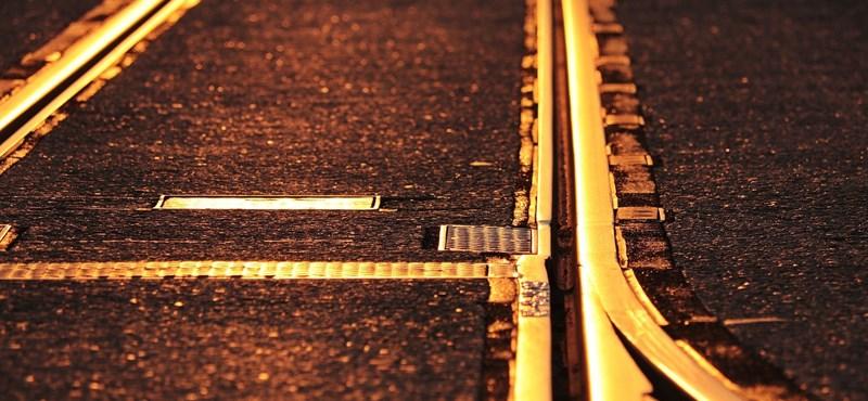 Összeütközött két vonat Prága közelében, sokan megsérültek