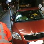 Jó buli lehetett: a 2-es villamos alagútjába állt be egy autós szombaton