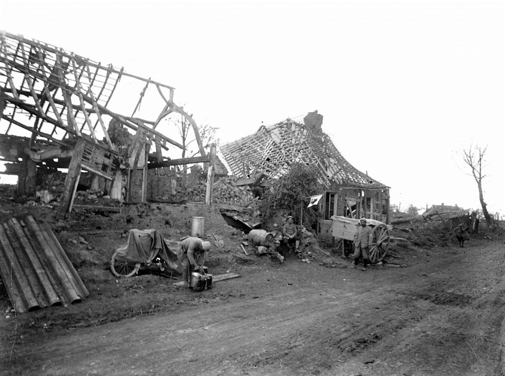 afp. Somme-i csata - Guerre 1914-1918. Poste de secours dans une maison démolie à Herbecourt (Somme). 1916.