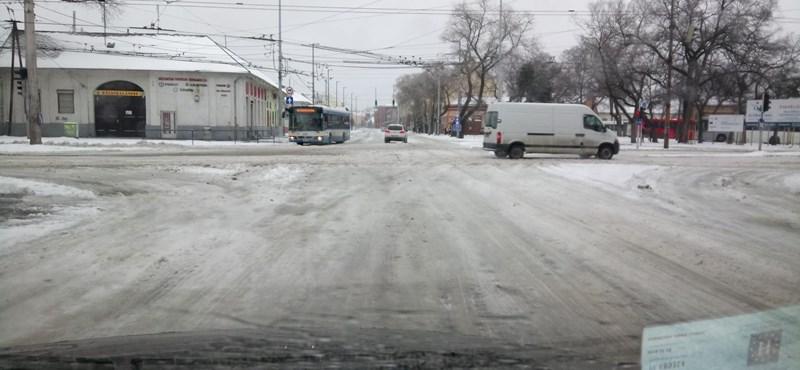Sikerült felszabadítani az egyik villamosvonalat Debrecenben
