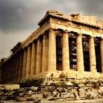 Albán üzleteket és zászlót gyújtottak fel Athénban, nő a diplomáciai feszültség