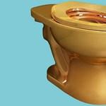 Tizennyolc karátos aranyból készített vécécsészével gazdagodik a New York-i Guggenheim Múzeum, ráadásul még használni is lehet