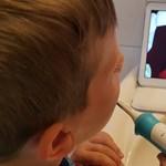 Utál fogat mosni a gyerek? Kipróbáltuk, és ezzel a fogkefével fordulhat a kocka