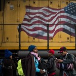 Menekültek rohamozták meg az amerikai határt Mexikóban