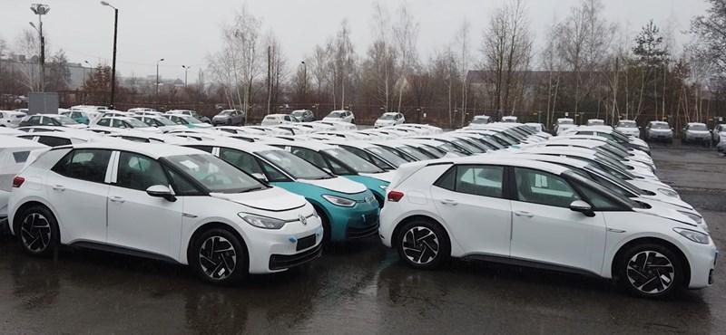 A VW egy titkos telephelyen tárolja a hibáktól hemzsegő új villanyautóit
