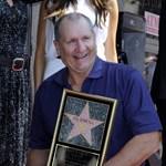 Cipőbolt előtt kapott csillagot Al Bundy a Hírességek Sétányán
