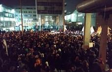 Gördülő tüntetésre hívnak fel az ellenzéki képviselők