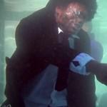 Nagyon bizarr: víz alatt forgatták újra a Ponyvaregényt
