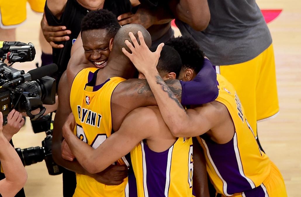 afp.16.04.13. - Los Angeles, USA: Kosárlabda - NBA - Kobe Bryant, a Los Angeles Lakers játékosának búcsúmérkőzése