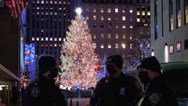 Egyszerre négyen és mindössze öt percig nézhetik Rockefeller Center karácsonyfáját
