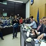 Orbán Barrosóra és Redingre mutogatva védekezett Strasbourgban