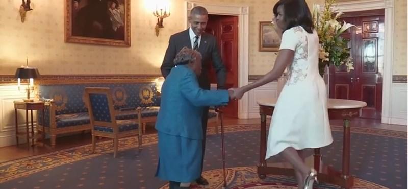 Jót táncolt Obamáékkal egy 106 éves néni – videó