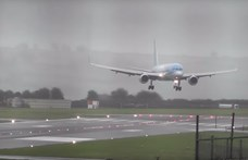 Videó: Nagyot küzdött a pilóta, de végül csak letette a gépet a 75 km/h-s oldalszélben