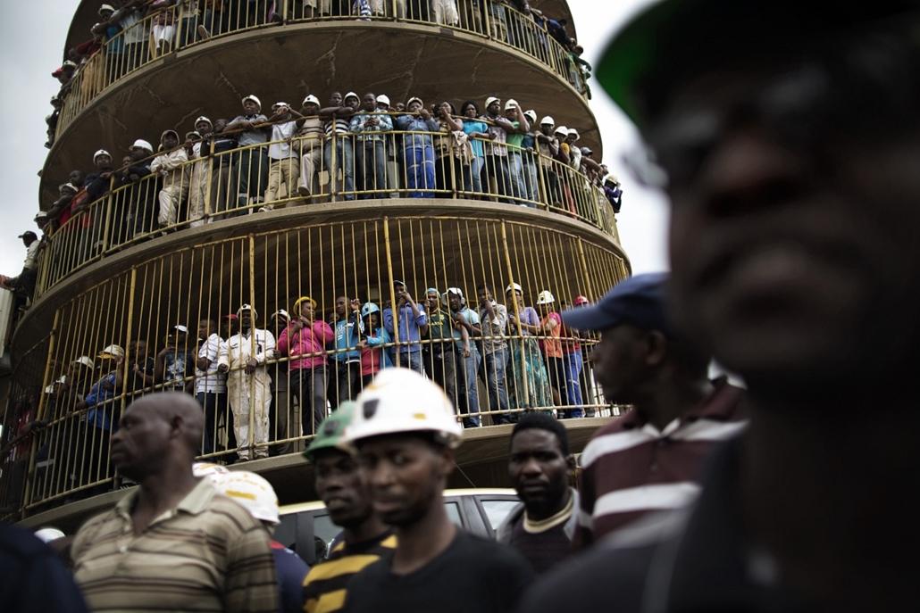 afp. hét képei - 2014.02.06. Dél-Afrika, Doornkop bányászok, gyász, baleset