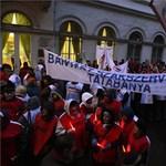 A bányába hívták Orbán Viktort az Emmi előtt tüntetők