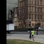 Autó hajtott a londoni parlament kerítésének, terrorellenes egység nyomoz