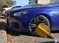 Újra kerékbilincset raknának Budapesten a szabálytalanul parkoló autókra