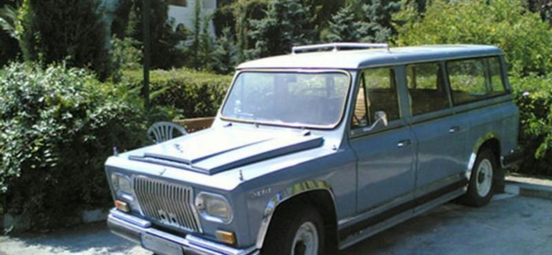 Elárverezték Ceausescu terepjáróját