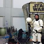 Már a mozik előtt kempingeznek a fanatikus Star Wars-rajongók – fotók