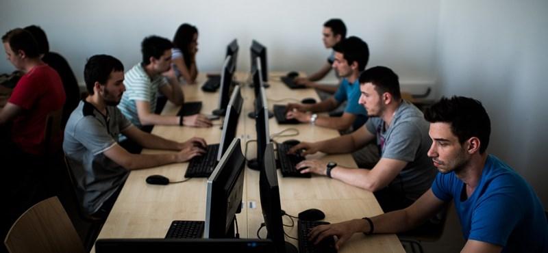 Átképzéssel csökkentenék az égető informatikushiányt