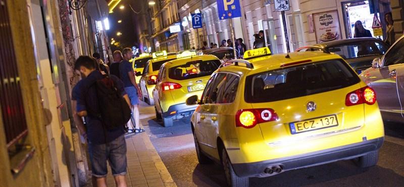 Négyszáz forinttal drágulhat a taxizás Budapesten