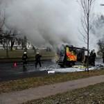 Teljesen kiégett egy mentőautó a fővárosban - képek