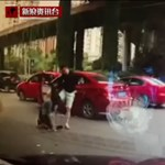 Agyba-főbe vertek egy nőt egy gyors sávváltás miatt - 18+ videó