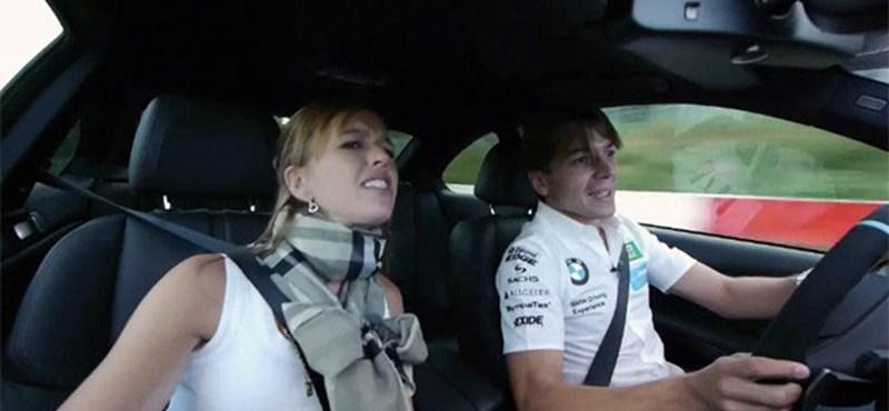 Így viseli a száguldást egy autóversenyző felesége - videó