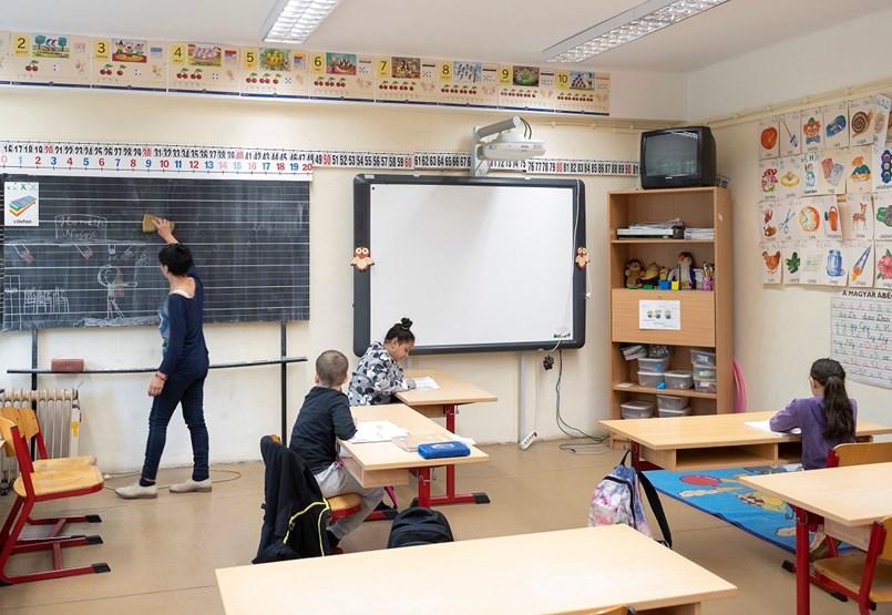 Iskolaőrség, egyetemi átalakítások és ballagási szezon - a hét legfontosabb hírei egy helyen