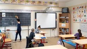 A tanároknak is kötelező a lázmérés az iskolákba való belépéskor