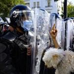 Nem ilyen demokráciát akartak a tunéziaiak, egykori hősüket is elátkozzák