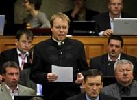 Visszahívja a Jobbik a Duna-parti cipőkbe beleköpő politikusát