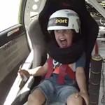 Videó: Ezt éli át egy 5 éves kisrrác a driftelő apuka mellett