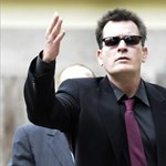 Sorozathírek: Júniusban debütál Charlie Sheen új sorozata