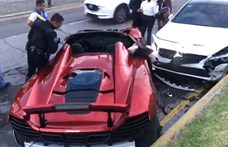 Szívfacsaró látni, hogy összetörték ezt a McLarent – videó