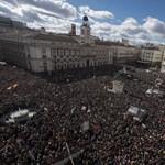 """""""A kormány nagyon fél tőlünk"""" - Betapasztott szájak Spanyolországban"""