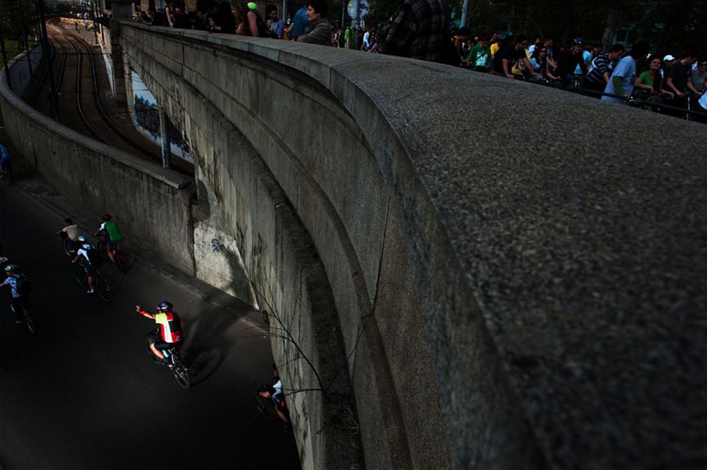 Criticall mass kerékpáros felvonulás bicikli nagyítás