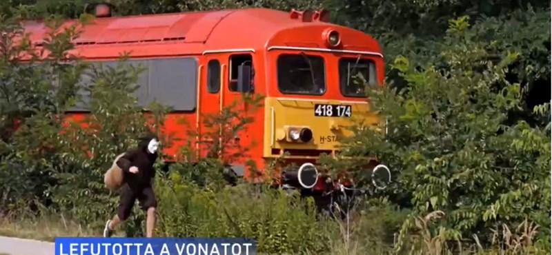 Csigajelmezbe öltözött és simán lefutotta a vonatot