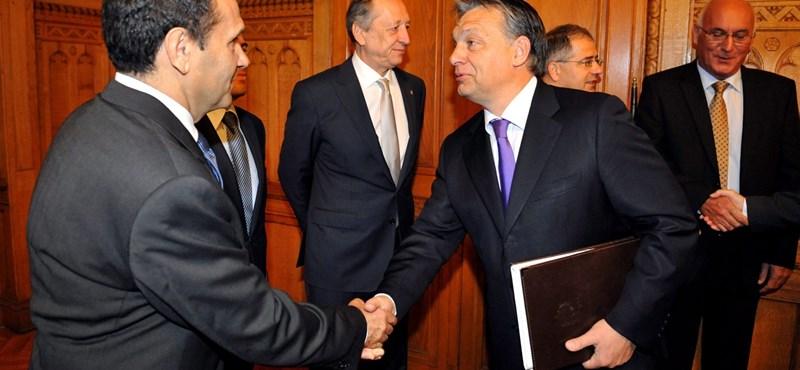 Előkerült Orbán, és megveregette Gyárfás hátát