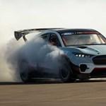 1400 lóerőre húzta a Ford az elektromos szabadidő-autó Mustangot