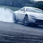Szépen aláírja az aszfaltot James Bond új Aston Martinja - videó
